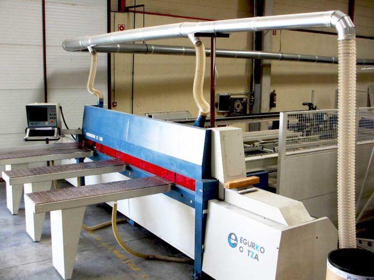 Adquisición de sierra CN para corte de policarbonato.